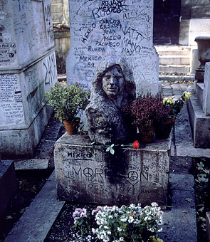 jim-morrison_s-grave-at-pere-lachaise-cemetery-in-paris-7