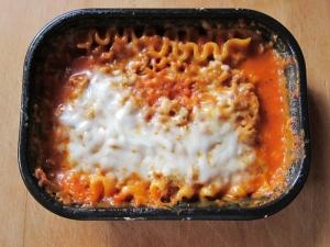 lean-cuisine-lasagna-with-meat-sauce-02