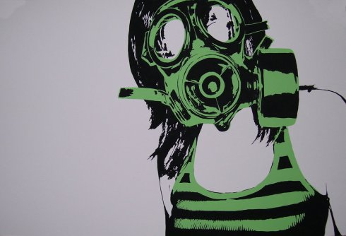 girl_in_the_gas_mask_by_zachcherry