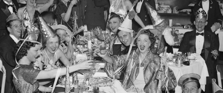 1930s-vintage-new-years-eve-photo-black-and-white1